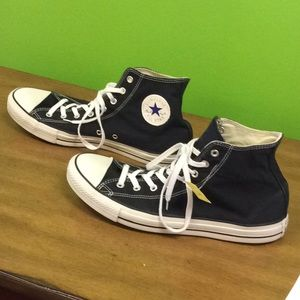 56608f33c4ad Converse Shoes - Converse Size 14 Men s Black PREOWNED Women s 16
